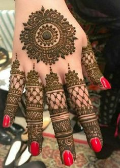 Henna Hand Designs, Dulhan Mehndi Designs, Mehandi Designs, Circle Mehndi Designs, Mehndi Designs Finger, Round Mehndi Design, Latest Arabic Mehndi Designs, Mehndi Designs Feet, Latest Bridal Mehndi Designs