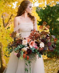 """Daily Wedding Inspo on Instagram: """"When your bouquet becomes a vibe in and of itself. 😍 Swoon-worthy to say the least! 🍂🍁🌸 Photo: @jenfariello Floral Design:…"""" Autumn Bride, Autumn Wedding, Red Wedding, Wedding Season, Floral Wedding, Wedding Flowers, Wedding Blog, Fall Bouquets, Fall Wedding Bouquets"""