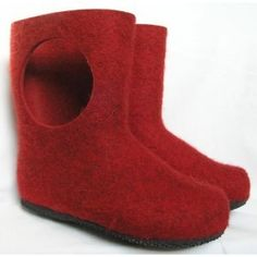 Red Booties by Aki Choklat: MAde in Finland of thick 100% wool felt with natural rubber soles. #Slippers #Felt #Aki_Choklat by hatish
