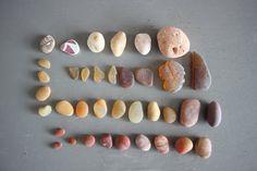 Cailloux plage pierres 35 galets orange rouge ocean decorations lot collection ornement mer nature polis petit assortiment maison vitrine