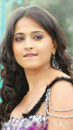 Anushka Shetty- anushka,anushka hot,anushka photos,Latest News,movies,Wallpapers,Photos, Videos: Anushka shetty images in varna