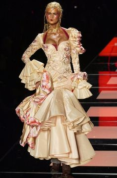 Dior Haute Couture, Couture Fashion, Fashion Show, Runway Fashion, Fashion Brands, Fashion Design, Dior Dress, Dress Up, Galliano Dior