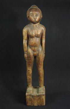 Very big figure of female ancestor, Flores (Ngada area), Indonesia. 1950-60 #Ngadacarver