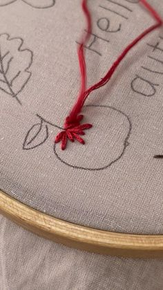 Basic Embroidery Stitches, Hand Embroidery Videos, Embroidery Stitches Tutorial, Hand Embroidery Flowers, Flower Embroidery Designs, Simple Embroidery, Learn Embroidery, Hand Embroidery Patterns, Vintage Embroidery