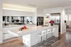 Cozinha cheia de charme!  #decoração #decorando #design #designdeinteriores #decorar #decore #decorei #interiores #luxo #luxuoso #sofisticado #sofisticação #estilo #estiloso #estilosa #arquitetos #designers #casa #ambientes #projeto #ideias #casanova #nossacasa #dicas #inspiração #home #casa #boatarde #cozinha #ideia