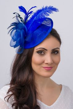Nadire Atas on Women's Fascinators Sophistication meets simply gorgeous! This elegant head piece comes with a flexible, detachable headband for easy storage and travel. The Fascinator couture straw mesh hat measures approximately x Royal Blue Fascinator, Black Fascinator, Fascinator Headband, Sinamay Hats, Floral Fascinators, Wedding Fascinators, Wedding Hats, Headpieces, Blue Wedding