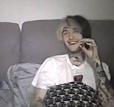 Loves Gas Station, Lil Peep Instagram, Beautiful Boys, Pretty Boys, Lil Peep Live Forever, Chicken Boy, Music Maniac, Lil Peep Beamerboy, Lil Peep Hellboy