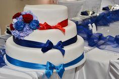 Třípatrový svatební dort, potažený fondánem a dozdoben saténovými stuhami. Cake, Desserts, Food, Tailgate Desserts, Deserts, Kuchen, Essen, Postres, Meals