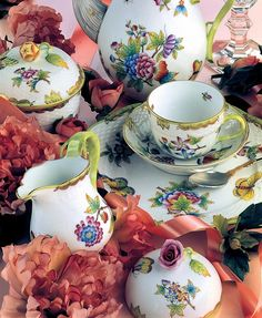Hungarian Herend World famous hand-painted Herendi porcelain Teacup Flowers, China Tea Cups, Tea Service, Porcelain Ceramics, Painted Porcelain, China Patterns, My Tea, Vintage China, Tea Time