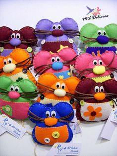 Ratoncitos Pérez Felt Animals, Animals And Pets, Felt Sheets, Tooth Fairy Pillow, Felt Mouse, Monster Dolls, Idee Diy, Felt Art, Felt Ornaments