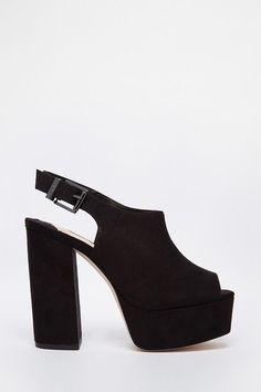 Delicados zapatos de terciopelo de Faith Lincon. | 16 Zapatos de plataforma perfectos para usar todo el año