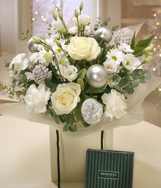 White & Silver  GEORGOUS !!!!!  2012