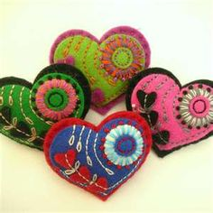 felting brooch, hair clip, felt heart, and bead embroidery… - crafts ideas - crafts for kids Fabric Art, Fabric Crafts, Sewing Crafts, Felt Embroidery, Felt Applique, Embroidery Patterns, Felt Brooch, Crazy Quilting, Felt Diy