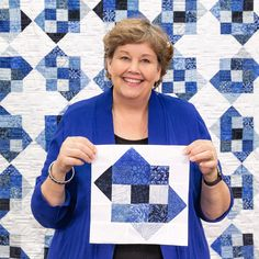 Just like a nine patch, but with a tilt! Watch as Jenny Doan transforms a classic block by b Missouri Quilt Tutorials, Quilting Tutorials, Quilting Projects, Quilting Designs, Msqc Tutorials, Quilt Block Patterns, Quilt Blocks, Nine Patch Quilt, Quilting For Beginners