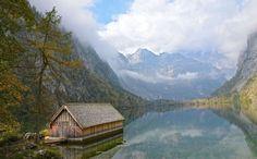 Hinter dem Königssee kann man von der Salet-Alm am Obersee entlang zur Fischunkelalm wandern. Hier ergießt sich der Röthbachfall ins Königsseer Becken