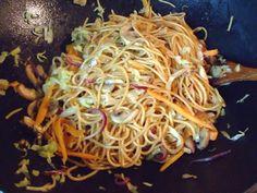 Taitei cu legume in stil chinezesc Spaghetti, Ethnic Recipes, Food, Essen, Meals, Yemek, Noodle, Eten