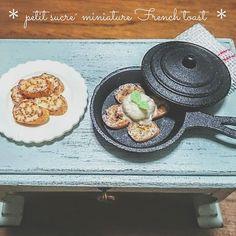 * miniature French toast * . キャンドゥで購入した蓋付きのスキレットにフレンチトースト(アイス添え)を作ってみました きちんと蓋は閉まります。沢山買ったので色々作ってみたいと思います . #ミニチュア #ミニチュアフード #ドールハウス #粘土 #樹脂粘土 #キャンドゥ #雑貨 #ハンドメイド #スキレット #パン #フレンチトースト #甘いもの #スイーツ #食品サンプル #美味しそう #記録 #miniature #miniaturefood #cray #polymerclay #handmade #frenchtoast #sweets #fakefood #mini #instagramjapan #delicious #dollhouse #daily