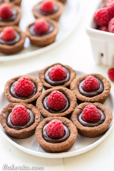 Paleo Chocolate Raspberry Tartlets are super chocolatey bites - they have a chocolate shortbread crust filled with chocolate ganache and topped with a fresh raspberry. Satisfy your chocolate craving with one of these gluten-free, Paleo + vegan tartlets. Vegan Dessert Recipes, Fun Desserts, Baking Recipes, Raspberry Recipes Gluten Free, Paleo Recipes, Free Recipes, Tart Recipes, Cookie Desserts, Vegan Chocolate Ganache