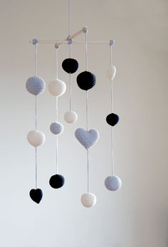 Crochet Balls/Hearts Baby Mobile – Grey/Black/Ivory Ball's mobile) – Boys/Girls room decoration – Hanging Room decor - Modern Crochet Baby Mobiles, Crochet Garland, Crochet Ball, Crochet Mobile, Crochet Decoration, Diy Crochet, Crochet Toys, Newborn Crochet Patterns, Boy Girl Room