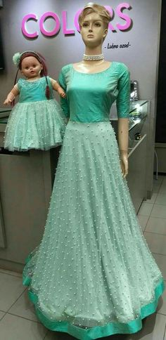 Mom Daughter Matching Dresses, Mom And Baby Dresses, Girls Dresses, Matching Outfits, Long Gown Dress, Mom Dress, Mother Daughter Fashion, Mother Daughters, Indian Gowns Dresses