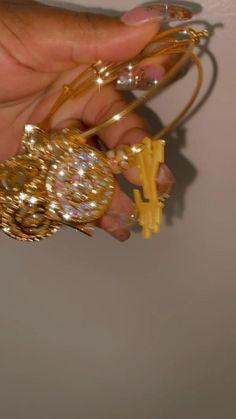 Bangle Bracelets With Charms, Cute Bracelets, Jewelry Design Drawing, Custom Charms, Cute Jewelry, Swagg, Luxury Jewelry, Making Ideas, Retro