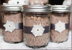 Hot chocolate in a jar wedding favor.