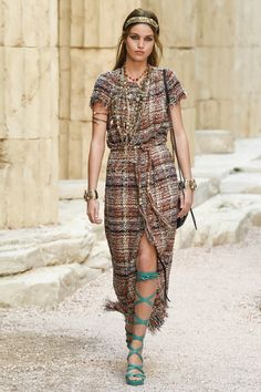 Chanel | Cruise 2018 | Look 6
