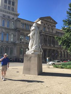King Louis XVI from the side