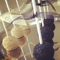 """Black and gold sparkly upside down pops make a little shimmer for the Great Gatsby party. www.cakeballers.com #thecakeballers #cakeballer #cakeballers…"""