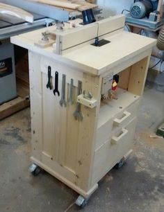 Router table with homemade tilting lift