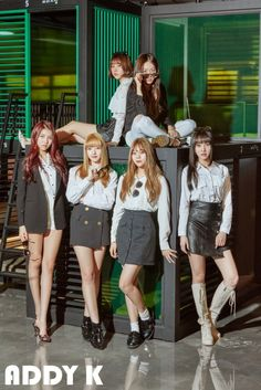 "G-Friend posed in simple, but chic clothing for the cover of 'Addy K'! The girls gave off the fresh feel with a ""fresh college student"" concept for the photoshoot. The girls dawned sunglasses, berets, and even handbags to complete the college look. Gfriend And Bts, Gfriend Yuju, Kpop Girl Groups, Korean Girl Groups, Kpop Girls, Extended Play, Mundo Musical, Friend Poses, Korean Entertainment"