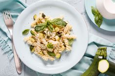 Pasta with zucchini and ricotta – simple & fast - All Recipes Fusilli, Pork Chop Recipes, Chicken Recipes, Pasta Recipes, Ricotta, Gestational Diabetes Recipes, Zucchini Pasta, Food Combining, Good Food