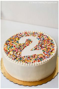 i heart baking!: rainbow sprinkle birthday cake with beaded .- i heart baking!: rainbow sprinkle birthday cake with beaded border i heart baking!: rainbow sprinkle birthday cake with beaded border - Birthday Desserts, Oreo Desserts, Cake Birthday, Birthday Cakes For Kids, Sprinkle Birthday Cakes, Simple Birthday Cakes, Sprinkle Cakes, Number Birthday Cakes, Rainbow Birthday Cakes