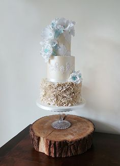 Gorgeous cake with an accent of blue | by Amelie's Kitchen