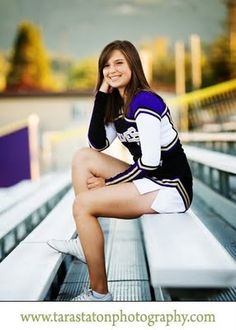 this looks cool Cheerleading Senior Pictures, Senior Cheerleader, Senior Photos Girls, Senior Girl Poses, Senior Girls, Cheer Picture Poses, Cheer Poses, Picture Ideas, Photo Ideas