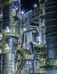 まるでSFの世界!工場マニア悶絶の「行ける工場夜景展」浅草橋で開催 Petroleum Engineering, Chemical Engineering, Plant Night, Oil Platform, Oil Refinery, Landscape Concept, Industrial Architecture, Industrial Photography, Building Art