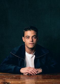 (Rami Malek) hello I'm Rami and I'm 19 years old. I am a transfer student from Egypt. I like the USA. It is very nice. I am single and ready to mingle