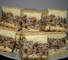 "Prajitura ""Nasa"" - Pentru un musafir mai special - BZI. Sweets Recipes, Easy Desserts, Cake Recipes, Cooking Recipes, Romanian Desserts, Romanian Food, Condensed Milk Cake, Russian Recipes, Food Cakes"