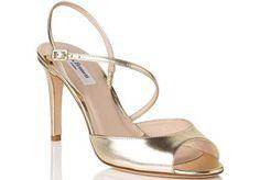 Supongo que muchas sabréis lo duro que puede resultar y pensé en lo difícil que podría ser encontrar zapatos de novia que superen la talla 41. ¿Leemos?