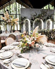 Ideas For Vintage Wedding Ceremony Decorations Floral Design Romantic Wedding Receptions, Wedding Ceremony Decorations, Wedding Table Settings, Aisle Decorations, Floral Centerpieces, Wedding Centerpieces, Vintage Table Decorations, Vintage Garden Parties, Wedding Arrangements