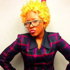 Who would have thought yellow would be so  cute on our natural hair?!