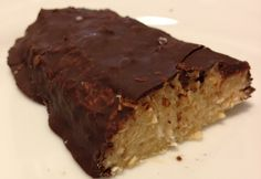 Vanilla-coconut protein bar