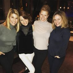 Happy New Year from the ladies! Yep, we are ringing in the new year together ❤️ Lori Loughlin Candace Cameron Bure Jodie Sweetin Andrea Barber Full House Memes, Fuller House Cast, Dj Tanner, Bff Girls, John Stamos, Lori Loughlin, Candace Cameron Bure, Do It Yourself Furniture, Celebs