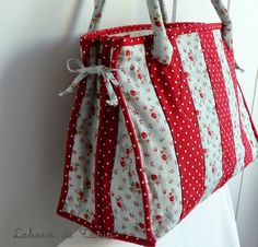 Only images of completed bag on this Spanish blog