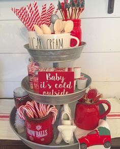 Warm & Festive Red and White Christmas Decor Ideas - Hike n Dip : Red and White Christmas Decor Ideas Give your Christmas decoration a festive touch. Try the classic Red and white Christmas decor. Here are Red and White Christmas decor ideas for you. Farmhouse Christmas Decor, Rustic Christmas, Christmas Decor For Kitchen, Elegant Christmas, Coffee Table Christmas Decor, Christmas Coffee, Vintage Christmas, Christmas Island, Christmas Decorations For The Home Living Rooms