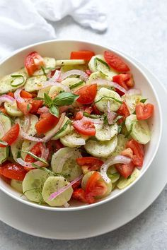 Cucumber Tomato Salad: Cucumber Tomato Salad seasoned with dill and fresh basil in a homemade vinaigrette is an easy, healthy and flavorful side salad! Salad Recipes Video, Salad Recipes For Dinner, Chicken Salad Recipes, Salad Recipes Healthy Vegetarian, Healthy Eating, Healthy Tips, Healthy Foods, Chips Ahoy, Bratwurst