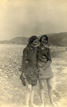 Vintage friends getting their toes wet together. #vintage #women #beach #summer