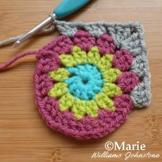Working a granny square in different colors