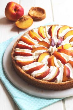 Nectarine pie with honey whipped cream of mascarpone Nectarine Pie, Kinds Of Pie, Brunch, Whipped Cream, Pancakes, Fruit, Breakfast, Desserts, Recipes