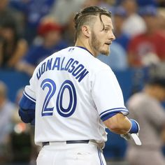 Josh Donaldson's top knot has been immortalized by a fan's fresh take on the Toronto logo. Check out the Blue Jays man bun logo and it's inspiration. Popular Mens Hairstyles, Cool Mens Haircuts, Cool Hairstyles For Men, Boy Hairstyles, Josh Donaldson, Toronto Blue Jays, Mlb, Best Barber, Mens Hair Trends